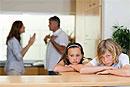 Супруги чаще всего разводятся, когда их дети достигают подросткового возраста