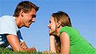 Современные молодые люди ценят романтику и дружбу в отношениях больше, чем предыдущее поколение