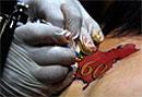 Татуировка на половом члене вызвала постоянную эрекцию